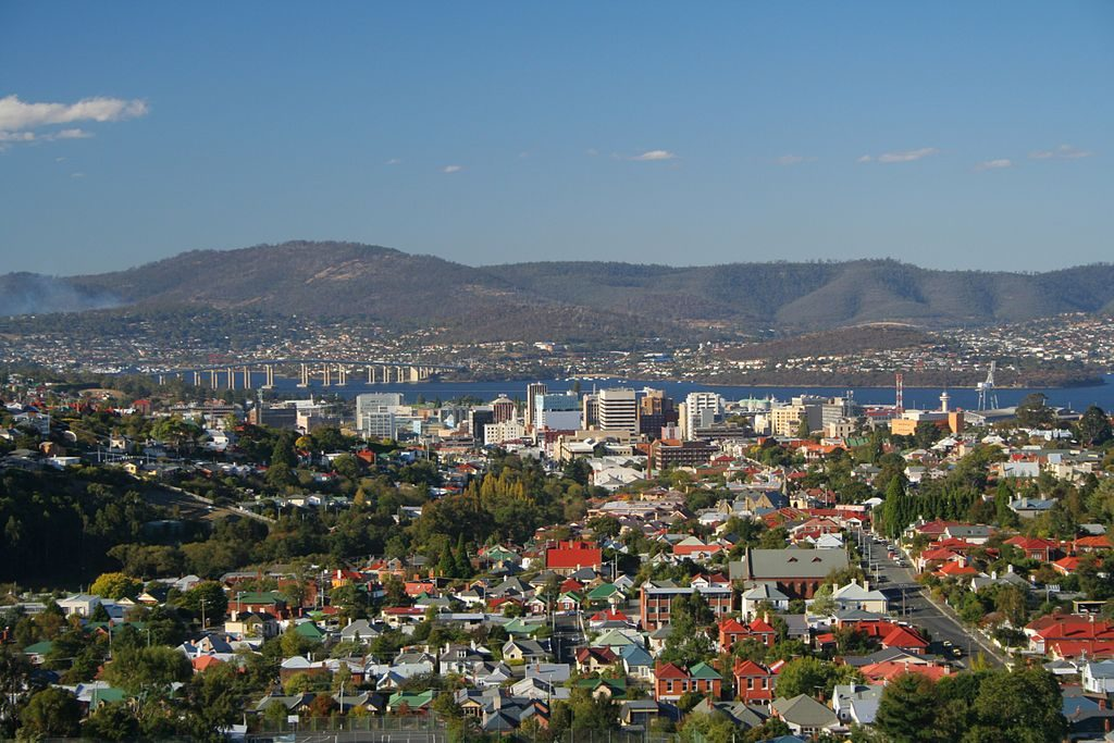 What are some romantic things for couples to do in Hobart?