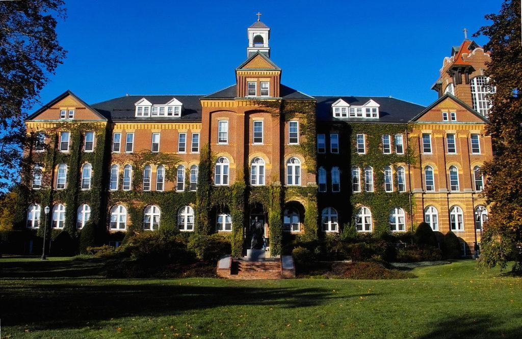 1280px-Alumni_Hall_1889_Sun