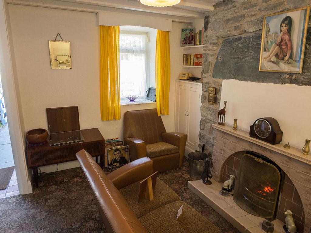 Living_room,_1960s_house_(7966533996)