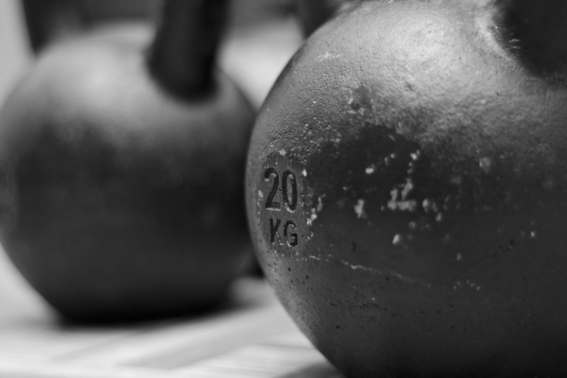 What is correct kettlebell swing technique?